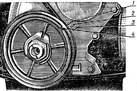 Рис. 40. Метки на шкиве и крышке привода газораспределительного механизма: 1 - 10°; 2 - 5°; 3 - ВМТ; 4 - метка на шкиве